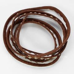 Шнур замшевый (искусств) с заклепками, 6х2,5 мм, цвет - коричневый, примерно 1 м