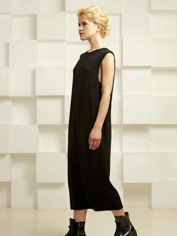 Платье зауженного силуэта со складками на спинке - фото 2