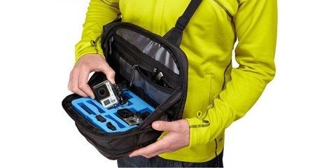 Рюкзак-слинг на плечо для экшн-камер Thule Legend раскрыт