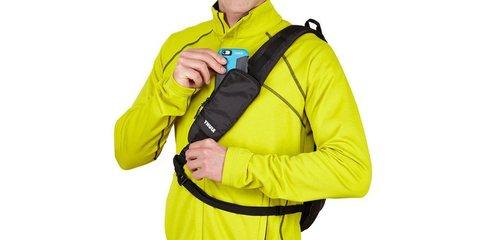 Рюкзак-слинг на плечо для экшн-камер Thule Legend на плече