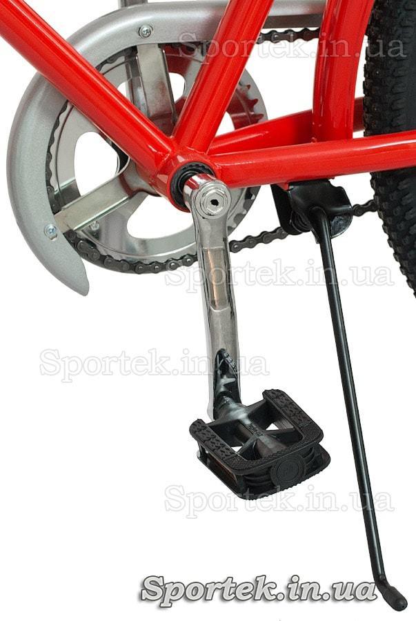 Подножка и педаль городского универсального подросткового велосипеда Дорожник Ласточка 2015