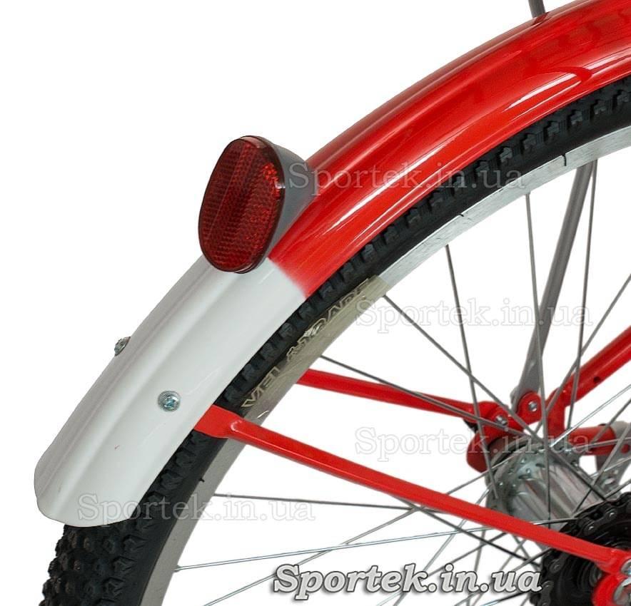 Заднее крыло и катафот городского универсального подросткового велосипеда Дорожник Ласточка 2015