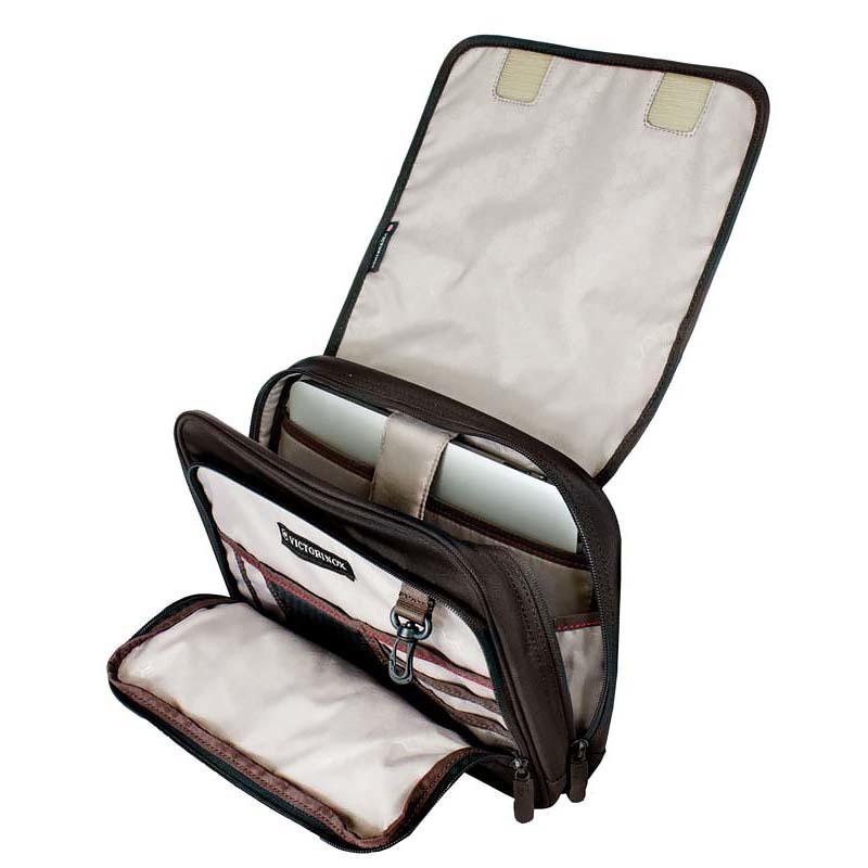 Сумка наплечная Victorinox Adventure Traveler горизонтальная, чёрная, 27x8x22 см, 4 л