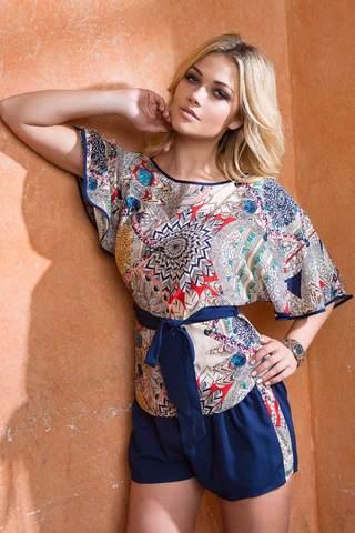 Легкий женский красивый этнический итальянский комплект Mia-Mia с пестрой блузкой из вискозы с шортами