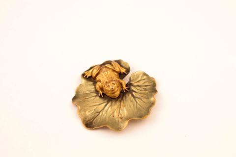 Оригинальная брошь «Лягушка на кувшинке» от Joseff of Hollywood
