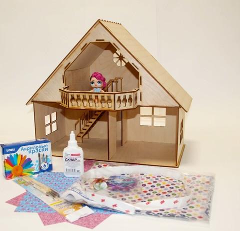 Кукольный домик из фанеры с мансардой и балконом с набором для изготовления штор и обоями