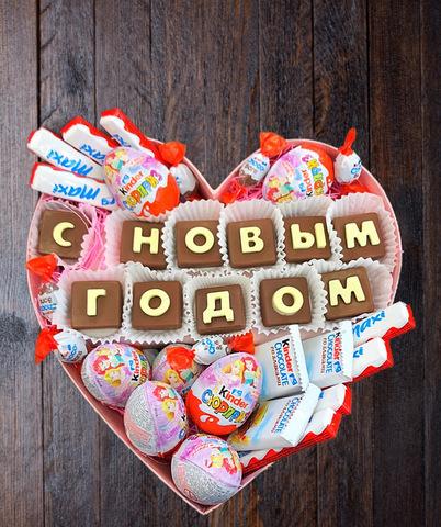 Цветы и шоколадные буквы «С Новым годом» #1175