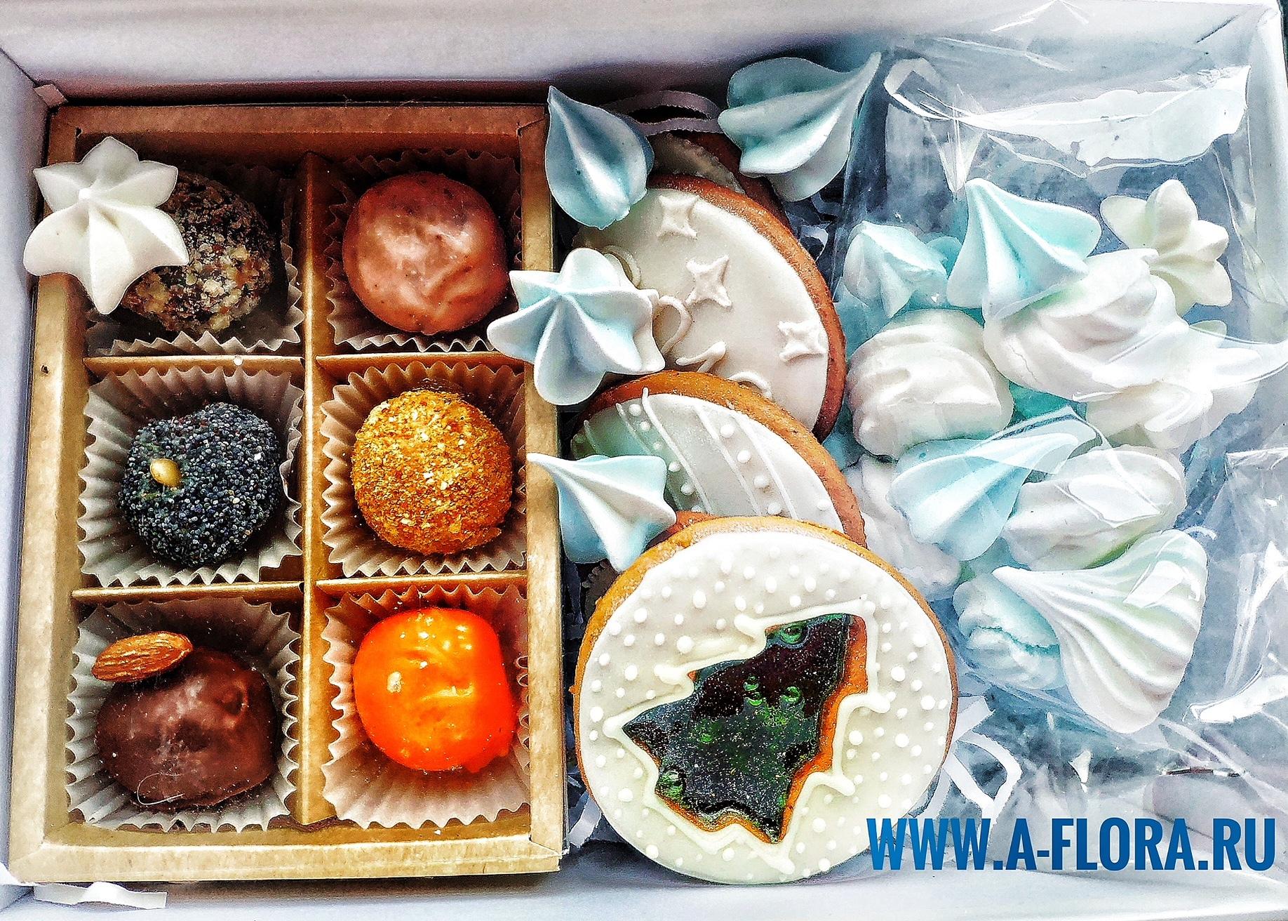 Фотография Набор из сырных конфет с медовыми печеньями купить в магазине Афлора