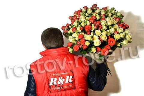 Букет кустовых роз Салинеро и Задиак