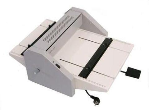 Электрическая биговальная машина Cyklos GРM - 450: тип биговки/перфорации: электрическая, максимальная раб.ширина: 450мм, плотность бумаги биговка: до 400г/м2, плотность бумаги перфорация: до 250г/м2, ширина бига: 1,2 / 1,5 / 1,8 мм, бигов на лист: 4.