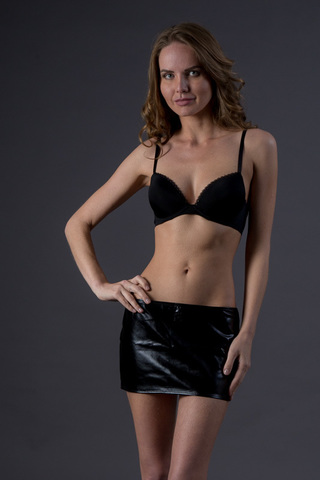 Мини-юбка с откровенным вырезом - Allure
