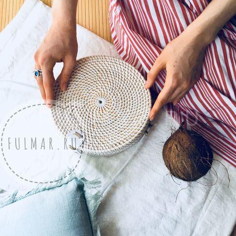 Сумка плетеная из ротанга круглая Белая полностью