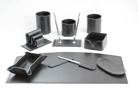 Черный настольный набор руководителя арт.1461-СТ из итальянской кожи 10 предметов на фото в черном цвете.