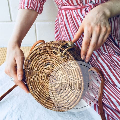 Сумка плетеная из ротанга круглая Коричневая с бантиком