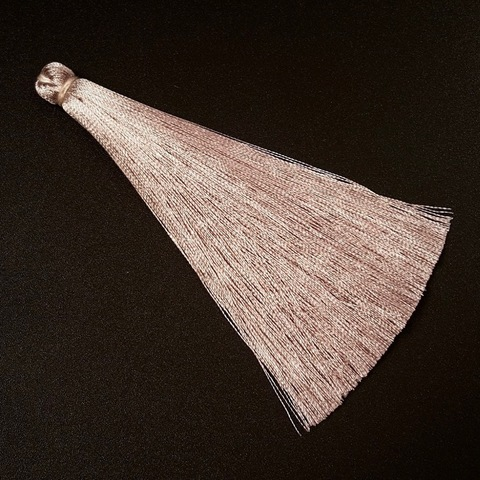 Кисточка 10 см, цвет серо-бежевый жемчужный