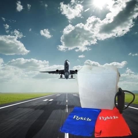 Подушка надувная в самолет Flykids бежевая