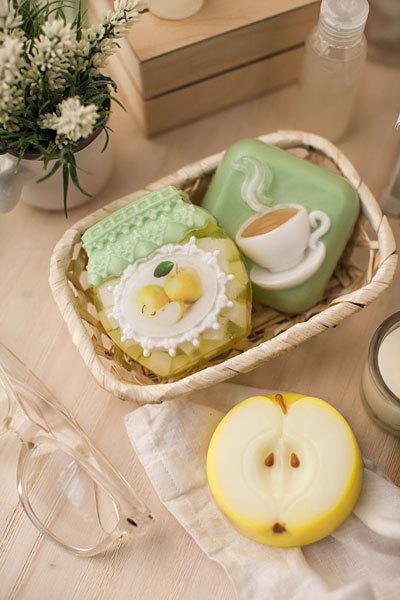 Мыло ручной работы в форме яблока