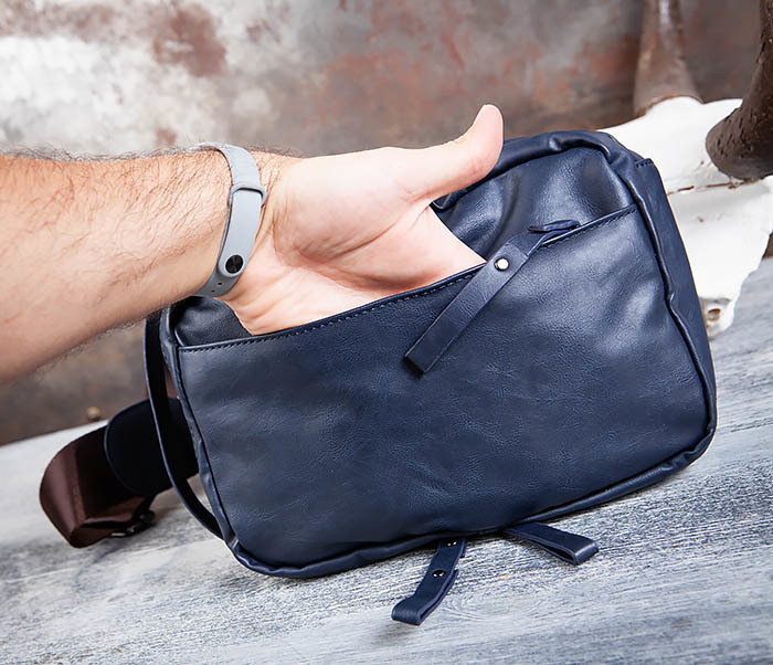 BAG452-3 Мужской рюкзак с одной лямкой из синей кожи фото 10