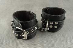БДСМ Наручники с фиксированной цепочкой (кожаные наручники)