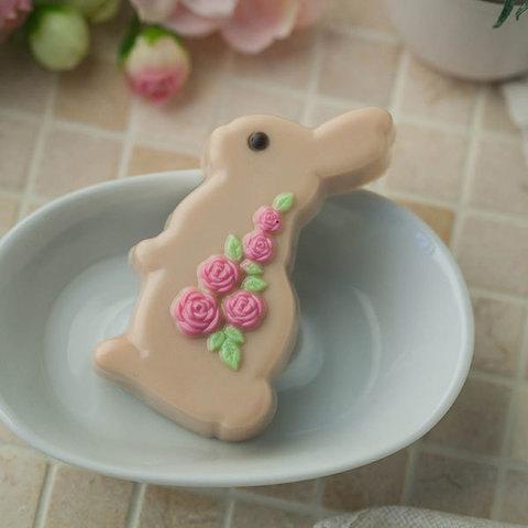 Мыло Кролик с розами. Пластиковая форма