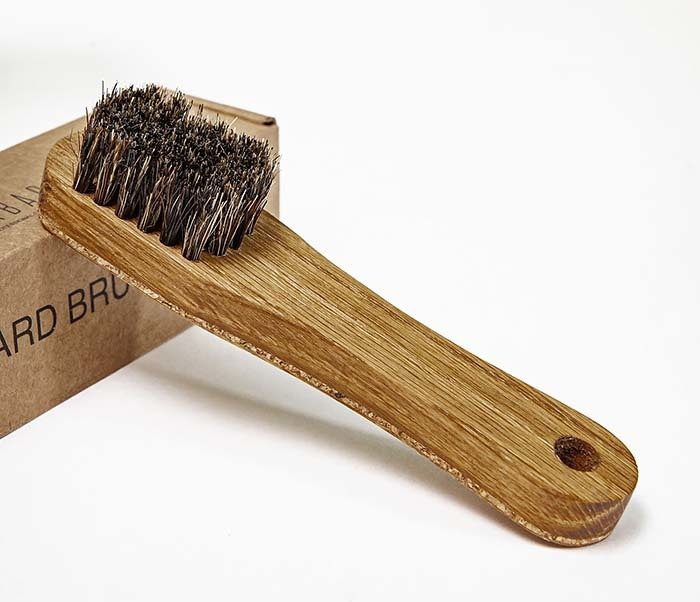 RAZ2013 Щетка для бороды с деревянной рукояткой