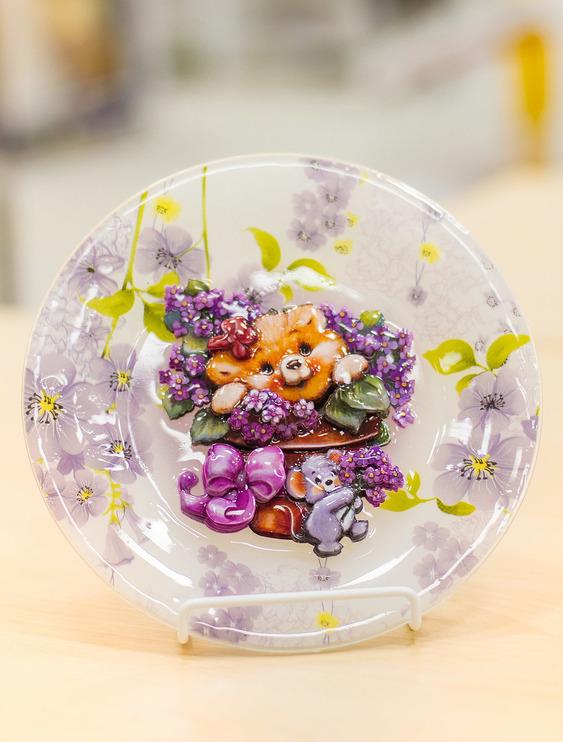 Папертоль Медвежонок с цветами — пример декорированного сюжета.