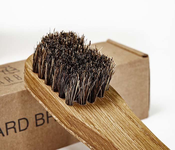 RAZ2013 Щетка для бороды с деревянной рукояткой фото 03