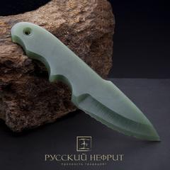 Нож из салатного нефрита.