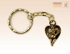 брелок Купидон с сердцем в руках