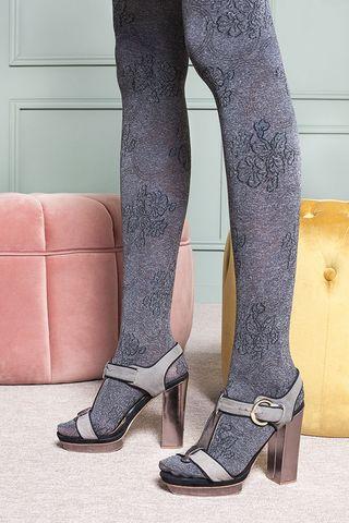 Серые фантазийные колготки Fiona с цветочным узором фото
