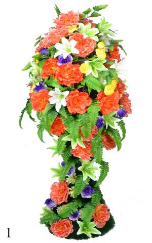 Корзина украшенная цветами пионов, лилий и роз