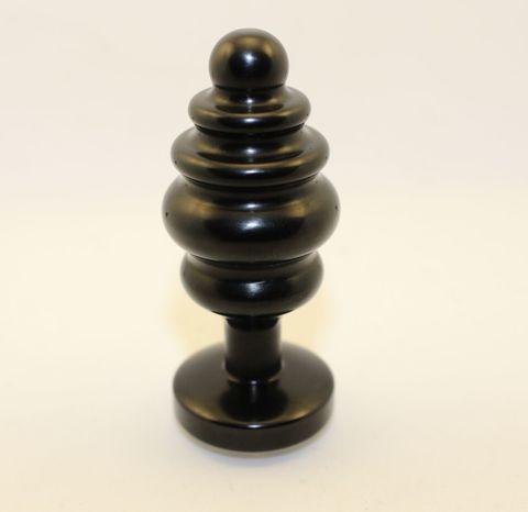 Черная фигурная анальная пробка с красным кристаллом - 8,2 см.