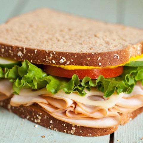 Сэндвич-тост с красной рыбой
