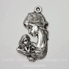 "Подвеска ""Мать с младенцем"" (цвет - античное серебро) 37х20 мм"
