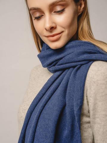 Женский шарф денимного цвета - фото 2