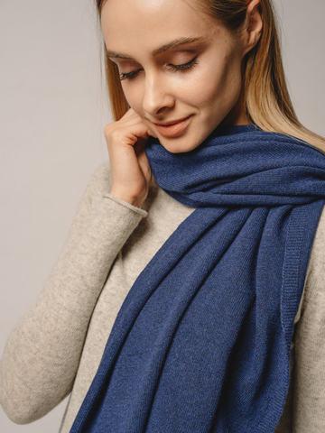 Женский шарф денимного цвета - фото 3