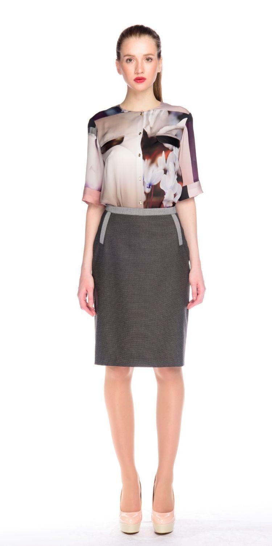 Юбка Б041-145 - Прямая юбка из плотной костюмной ткани. Подкладка из вискозы, сзади шлица. Ткань отлично держит форму. Пояс и передние вытачки декорированы контрастной тканью