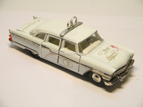 GAZ-13 Chaika Wedding day white Agat Mossar Tantal 1:43