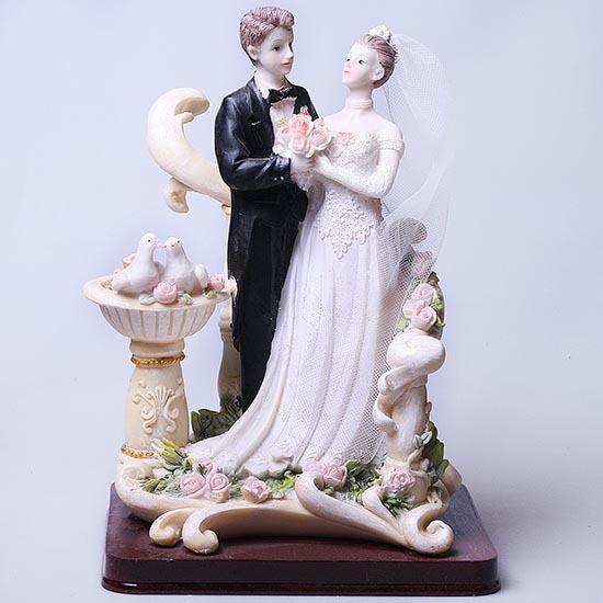 Свадебная фигура на подставке