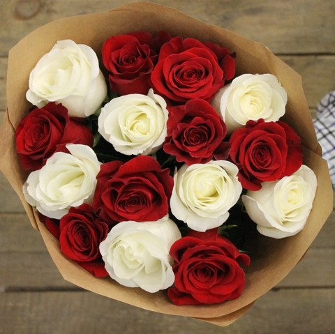 Букет из 15 красных и белых роз 60-70 см (PbFlora) #25548