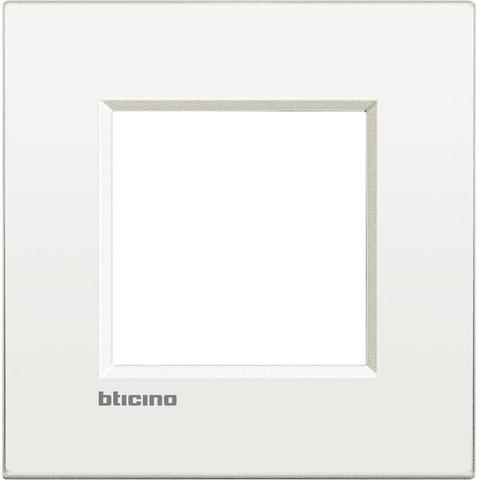 Рамка 1 пост AIR, прямоугольная форма. МОНОХРОМ. Цвет Чистый белый. Итальянский стандарт, 2 модуля. Bticino LIVINGLIGHT. LNC4802BN