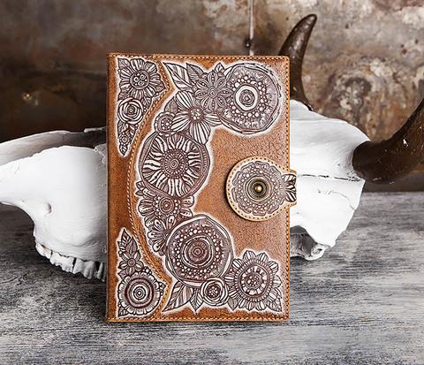 Оригинальный ежедневник в обложке из натуральной кожи