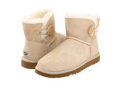 /collection/popular/product/ugg-mini-bailey-button-2