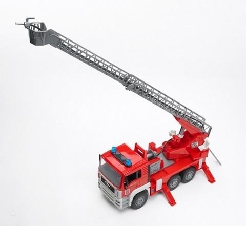 Bruder: Пожарная машина MAN с лестницей с модулем  + каска красная 01-981
