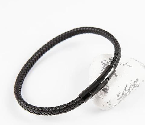 Тонкий мужской браслет из плетеного шнура