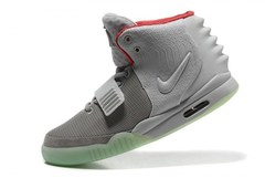 Nike-Air-Yeezy-2-by-Kanye-West-Gray-Krossovki-Najk-Аir-Izi-2-Kan'e-Vest-Serye