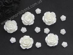 Акриловые розы молочные 2,5 см и 1 см
