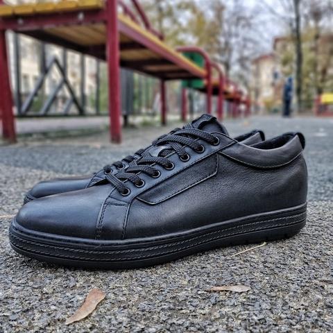 Черные мужские кроссовки на байке