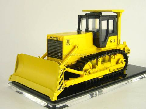 ChTZ UralTrac Bulldozer-loosening aggregate B10.0010EN with single ripper 1:43 Promtractor