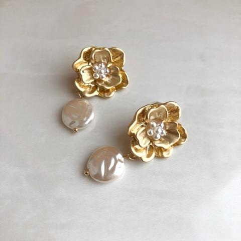 Серьги Цветок с жемчужной пластинкой, позолота